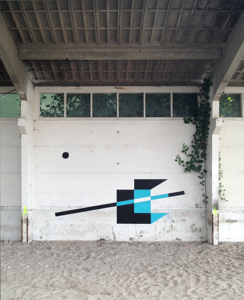 http://graffuturism.com/wp-content/uploads/2013/10/20130630_utrecht_wall_alone-834x1024.jpg